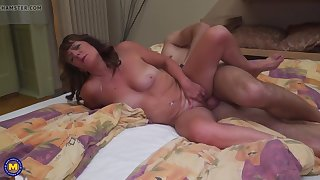 mature mom gets cunnilingus and doggy style sex